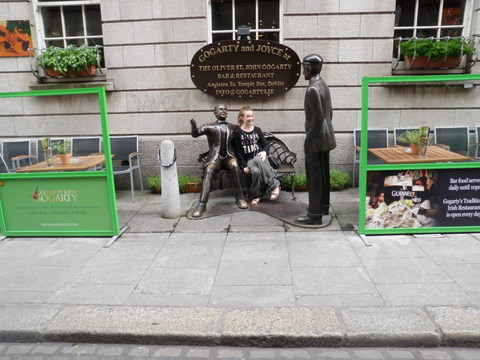 Isabelle sitting by the Gogarty and Joyce statues