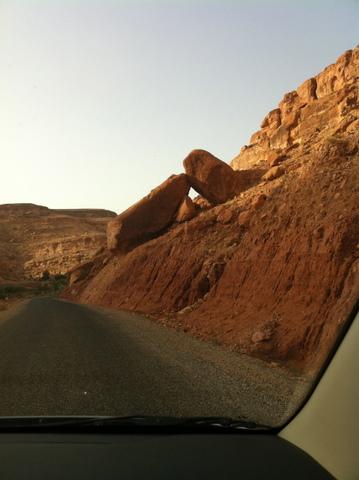 Huge boulders on the p1506