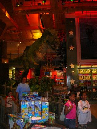 Giant dinosaur in Toys R US, New-York