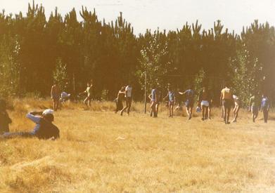 Um jogo de bola na Serredde- playing soccer in Serredade (1979?)