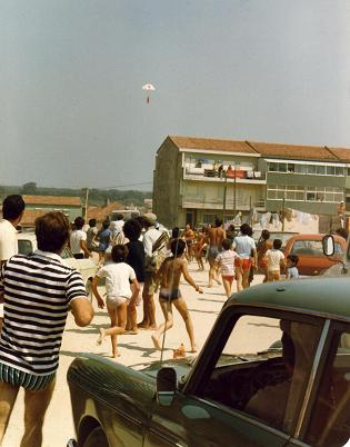 irplanes dropped small parachutes for publicity purposes