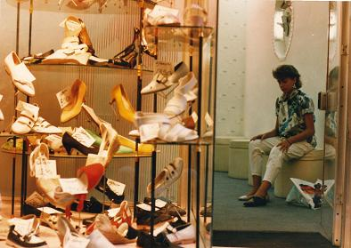 Suzie Videira trying some shoes store in Coimbra