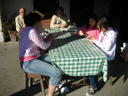 The Candido and Pessoa girls playing cards