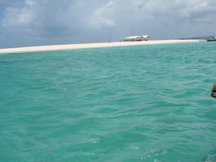 Approaching the beautiful Sandbar Island