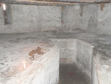 Fifty to hundred slaves, possibly more, were emprisoned in those cellars